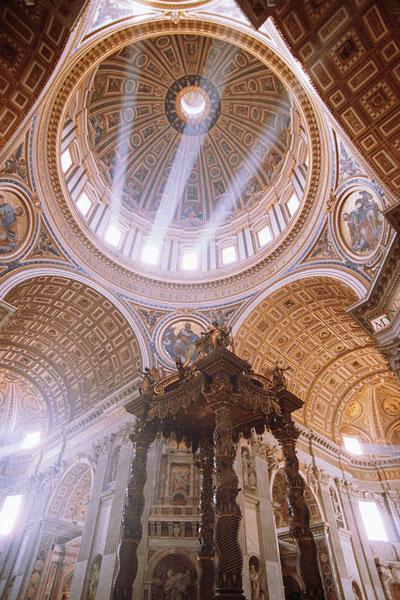 Berniniho baldachýn a pohled do kopule